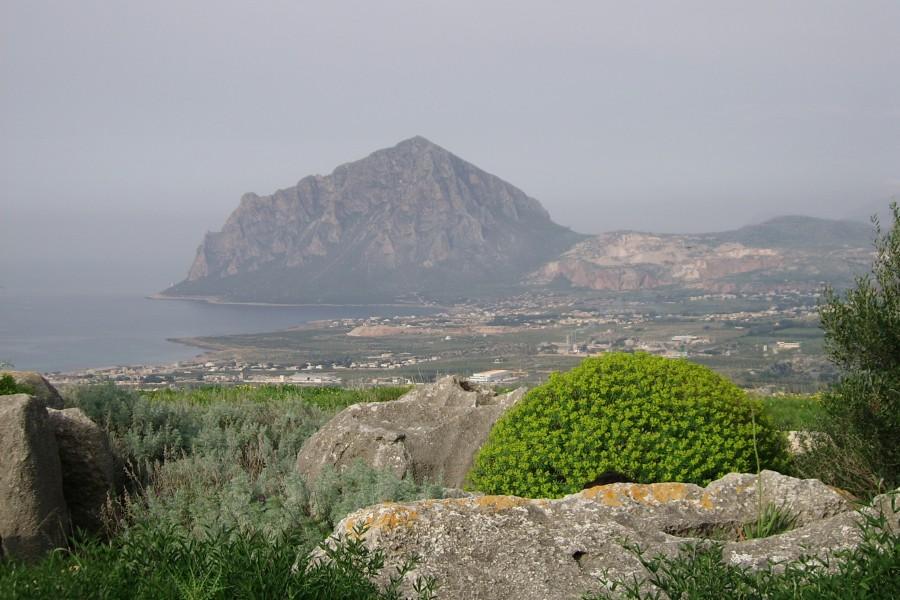 Cornino: mare, terra e grotte